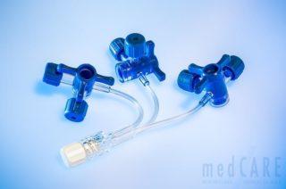 Neonatologischer 3-fach Verbinder mit 3-Weghahn (leichtgewichtig, 6-Anschlussmöglichkeiten)